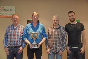 "v.l.n.r Leo Ruitenberg 2e, Winnaar Herwich van der Vegt, Piet Brandsma 3e, Bennie Brandsma 4e. Driebanden kampioenschap van "" Weststellingwerf 2016"""