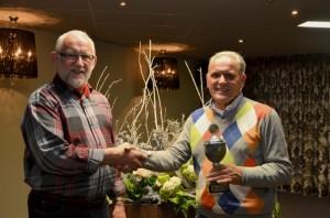 George Bakker huldigt Cees van den Akker met behaalde Kampioenschap.